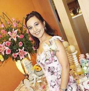 Gabriela Anaya Galván disfrutó de una fiesta de despedida.