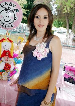 Con una fiesta de canastilla, celebraron el próximo nacimiento del bebé de Liniette Gallegos de Ibarra.