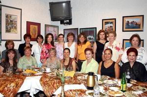 Con motivo de su próximo viaje a Toluca, Gina González fue despedida por sus amigas