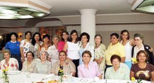 Las integrantes del Club de Mujeres Profesionistas y de Negocios A. C. le organizaron una despedida de soltera a Yasmín García de Alba Darwich.