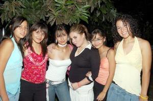 Berenice Balderas, Denise Valverde, Fernanda Elizondo, Rosario Ibarra y Noemí Cisneros acompañan a Nicole