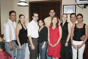 Claudia de Estrello festejó su cumpleaños con un ameno convivio acompañado por César Estrello, Raymundo y Annel Esquivel, Manuel y Alejandra Blanco, Brenda Estrello, Jesús y Mara Avilés.