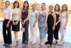 <b>19 de agosto 2005</b><p> Por su cercano enlace matrimonial, Érika Vanessa Sánchez Ramírez fue despedida de su vida de soltera con una amena reunión, a la que asistieron múltiples invitadas