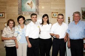 Los organizadores de la fiesta de Loretta Marcos y Ángel Casán acompañados de Yasmín y Dany, asi como de los papás del novio Naim y Bernadette Sayah