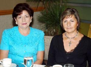 Irene de Bollainigoytia y Magaly de Lack.