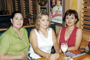 <b>20 de agosto 2005</b><p>  Verónica Meléndez, Tere Rodríguez y Paty Rueda.