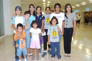 Hilda García llegó procedente del DF y fue recibida por Nora Cristóbal Franco