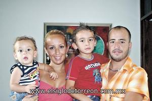 ALEGRE FIESTA INFANTIL Alessandro Maturino González, Georgina González de Maturino, Jorge Antonio Maturino González y Abraham Maturino.