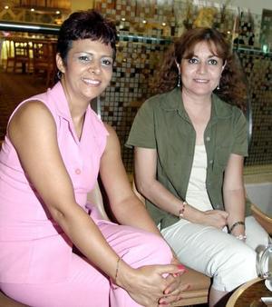 Irma de Pelayo y Alejandra Alba.