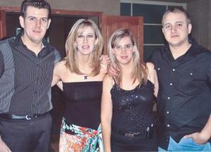 Adán Segura acompañado por sus hernmanos, Diego, Rocío y Elizabeth Segura, en el festejo que le organizaron con motivo de su cumpleaños.