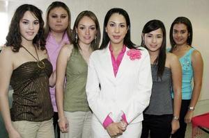 Ana Sofía Rodríguez disfrutó de una fiesta de despedida junto a sus amigas.