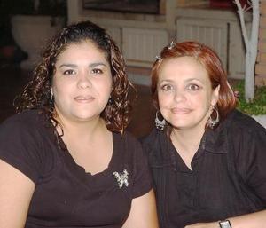 Bony Garza y Gaby Ramos de Barba.