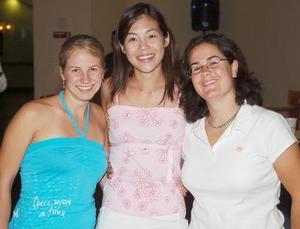 Jacquelyn Wissen, Leila Takayanagi y Kellie Cornell, vienen de Canadá.