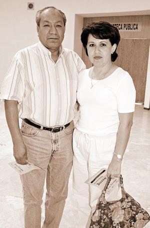 Lorenzo Gloria y Mayela Sifuentes.