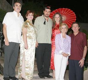 Mario Villarreal Murra y Nelly Fernández Knight, en la despedida que les organizaron  Mario Villarreal y Paty M. de Villarreal, los acompañan Enrique Fernández Mier y Nelly K. de Fernández.