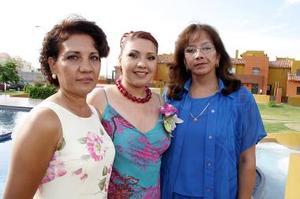 Alicia Ramírez de Sánchez y Rebeca Saldaña de Mena le organizaron una fiesta de despedida a Érika Vanessa Sánchez Ramírez