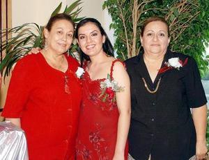 María Teresa Macías de Frías y María Elena Salinas de Escobedo le ofrecieron una despedida de soltera a Itziar Frías Macías por su próximo enlace.