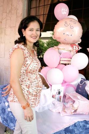 Con motivo del cercano nacimiento de su bebé, Renata del Rocío Ávila de Flores disfrutó de una fiesta de canastilla.
