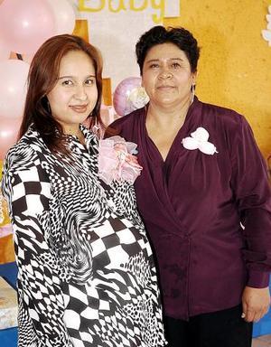 Karla Paulina Alvarado Piedra disfrutó de una fiesta de canastilla que le ofreció su mamá, Paulina Piedra.