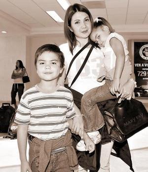 Gabriela González, Abraham y Ana Sofía Román viajaron al DF.