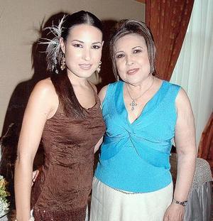 Perla Villarreal lució feliz junto a su mamá, Margarita Gutiérrez de Villarreal.