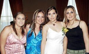 <b>24 de agosto 2005</b><p> Karla Villanueva Lechuga acompañada por sus amigas  Ana Laura Muruato, Silvana Martínez y Denisse Pacheco, en su despedida de soltera.