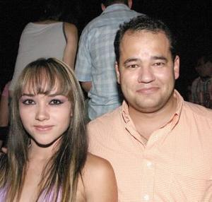 <b>23 de agosto 2005</b><p> Manolo González y Karla Burciaga.