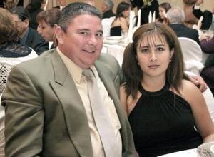 <b>25 de agosto 2005</b><p> Roberto Villarreal y Mónica Orduño.