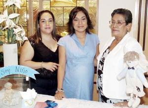 María Luisa Berumen de Mena disfrutó de una fiesta de canastilla que le organizaron en honor al bebé que espera su mamá, María Asunción Mena de Berumen y su hermana, Alejandra.