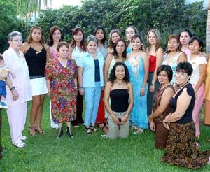 Acompañada de familiares y amigas estuvo Socorro Ponce en su despedida, organizada por Roxana, Doris, Cristina, Limón Fematt y Ana Oralia de Ávila, con motivo de su cercano enlace matrimonial.