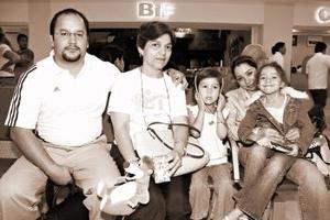Jesús Coto viajó al DF y fue despedido por la familia Coto Barraza.