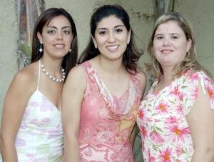 Julia Miriam Solís Martell disfrutó de una reunión de despedida que les ofrecieron sus amigas Cristy Thomé y Lourdes Hernández.