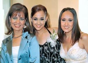 Karla Gutiérrez junto a su mamá Estela Siller de Gutiérrez y su hermana Montserrat.