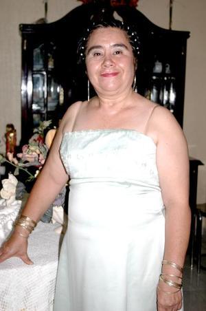 Alma Orozco de Mirón festejó su 50 aniversario de vida, con un convivio organizado por sus familiares.