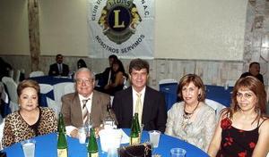 Magda de Redondo, Sergio Redondo, Juan José Castillo, Martha de Castillo y Martha Castillo.