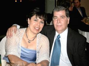 Milagros Vega de Gutiérrez y Alejandro Gutiérrez.