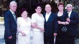 Los esposos Ortega acompañados de Ángel Aguilar, Lilia Sotomayor de Aguilar, Ricardo Dorantes y Consuelo de Dorantes.