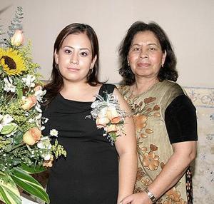 <b>27 de agosto 2005</b><p>  Por su próxima boda Celia Sarahí Cepeda Vaquera fue despedida de su vida de soltera, con un convivio que le organizó su mamá, Celia Vaquera de Cepeda.