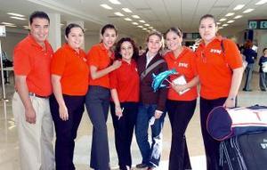 Mayté Fierro viajó al Df y fue despedida por Rocío, Gloria, Ana, Joselyn, Enrique y Evangelina.