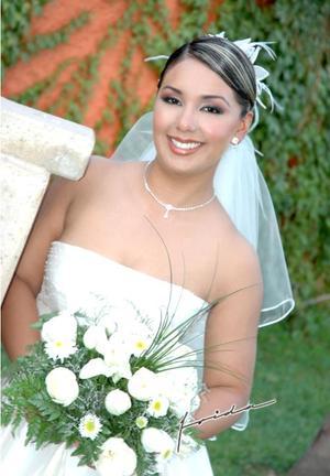 Lic. Nancy Romero Martínez, el día de su enlace matrimonial con el Ing. Jorge Eduardo Sáenz García.   <p> <i>Estudio fotográfico: Frida</i>