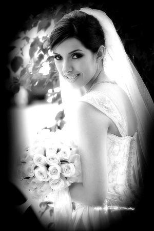 Lic. Claudia Liliana Mena López, el día de su enlace nupcial con el Ing. Juan Alberto Pérez Ortega.  <p> <i>Estudio fotográfico: Maqueda</i>