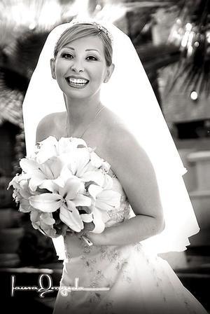 Srita. Sandra Cecilia Castillo Mancha, el día de su enlace matrimonial con el Sr. Alberto Iparrea Cervantes.   <p> <i>Estudio fotográfico: Laura Grageda</i>