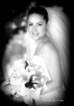 Srita. Marcela Ayala Alanís, el día de su boda con el Sr. Armando Mercado Hernández.  <p> <i>Estudio fotográfico: Maqueda</i>