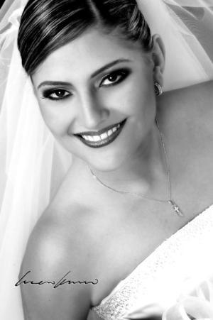Srita. Alejandra Martínez Magaña, el día de su enlace matrimonial con el Sr. Efrén Cázares Olvera.   <p> <i>Estudio fotográfico: Laura Kanno</i>