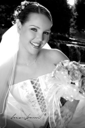 Srita. Brenda Cecilia Anaya Arratia, el día de su enlace matrimonial con el Sr. Gustavo Herrera Martínez. <p> <i>Estudio fotográfico: Laura Kanno</i>