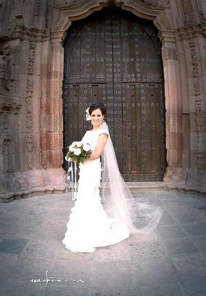Srita. Bertha Patricia Agulera Morales, e l día de su boda con el Sr. Jesús Navarro Enríquez.  <p> <i>Estudio fotográfico: Maqueda</i>