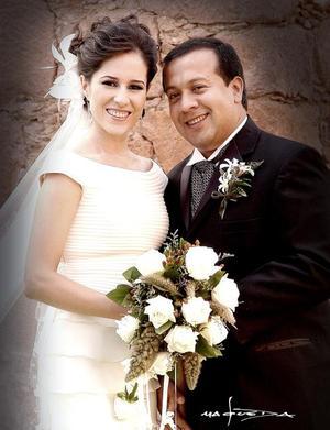 Sr. Jesús Navarro Enríquez y Srita. Bertha  Patricia Aguilera Morales recibieron la bendición nupcial el sábado 25 de junio de 2005 a las 19 00 horas.    <p> <i>Estudio fotográfico: Maqueda</i>