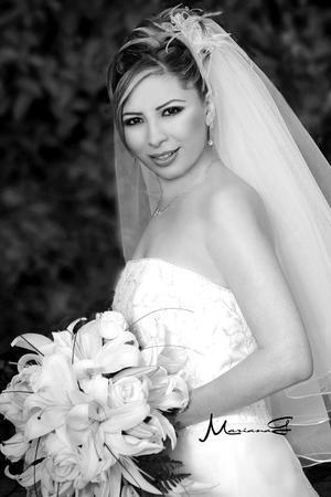 Srita. Lorena Michel Návar, el día de su enlace matrimonial con el Sr. Luis R. Galarza Calderón.   <p> <i>Estudio fotográfico: Mariana G</i>