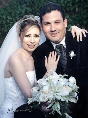 Sr. Luis R. Galarza Calderón y Srita. Lorena Michel Návar contrajeron matrimonio religioso el sábado 25 de junio de 2005.   <p> <i>Estudio fotográfico: Mariana G</i>