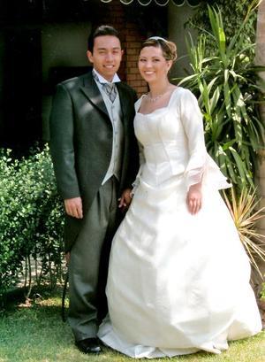 Ing. Jesús Salvador Ramírez Morín y L.A.E. Érika del Río León contrajeron matrimonio el sábado 4 de junio de 2005.